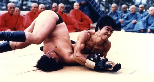 bruce lee submitting opponent with arm lock