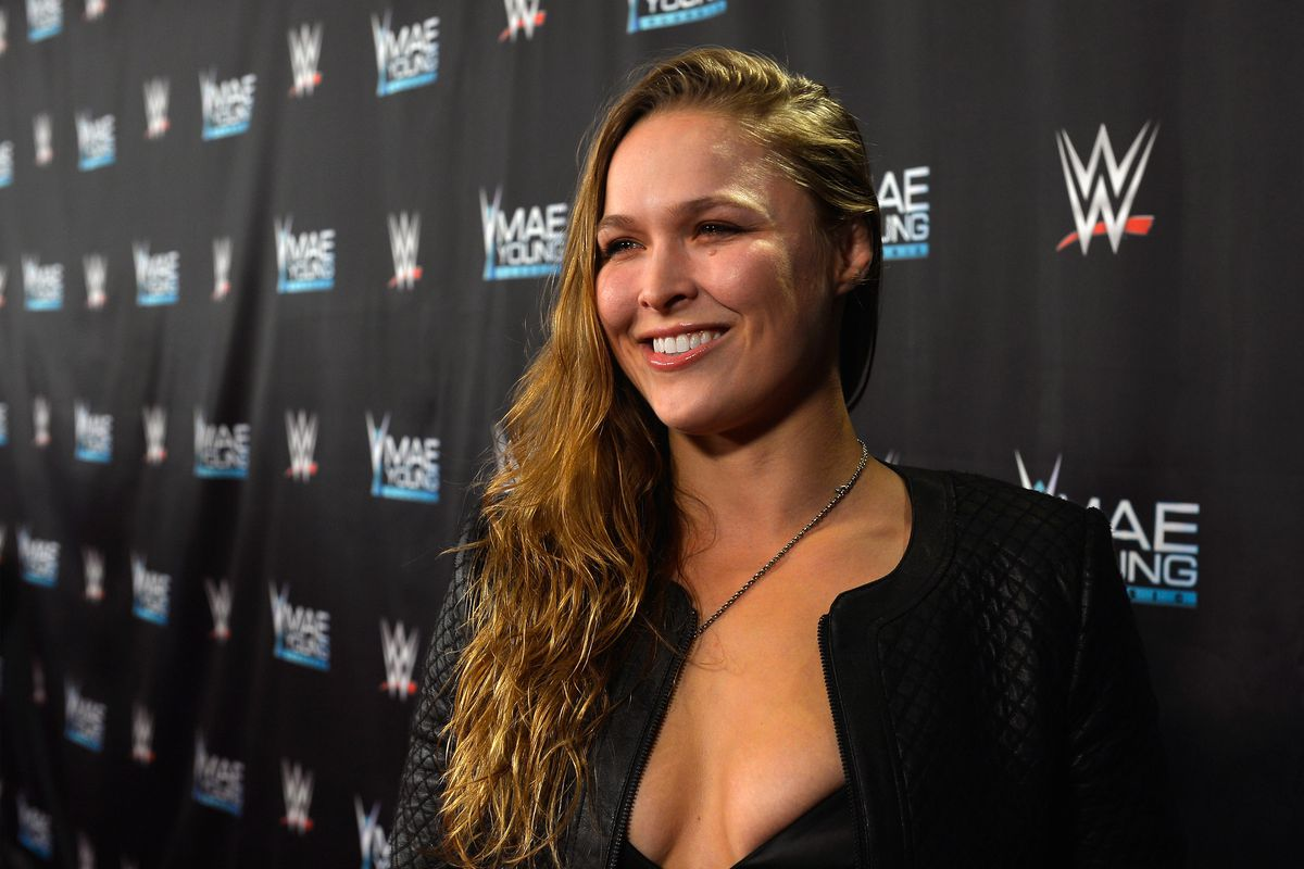 rhonda rousey at ww event